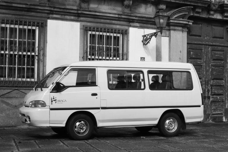 Korzystanie z wydajnego finansowo sposobu na podróż do Belgii - busów